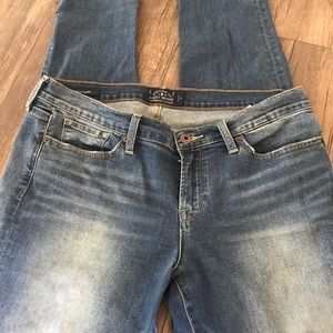 Lucky Brand light wash straight leg jeans size 14